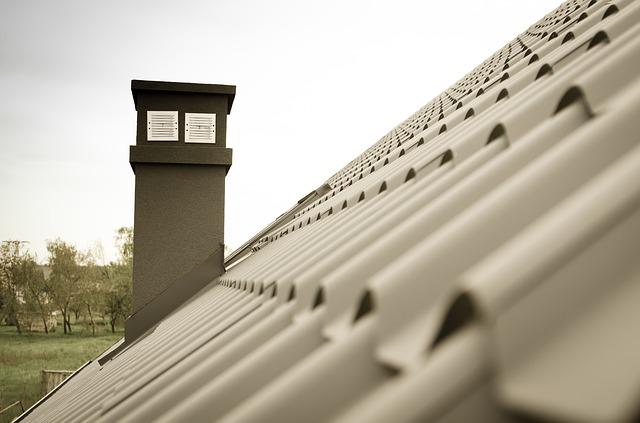 Condominio: illegittima la canna fumaria sul muro comune se lede il decoro architettonico