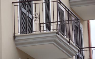 Condominio: frontalino dei balconi aggettanti,  chi paga la manutenzione?